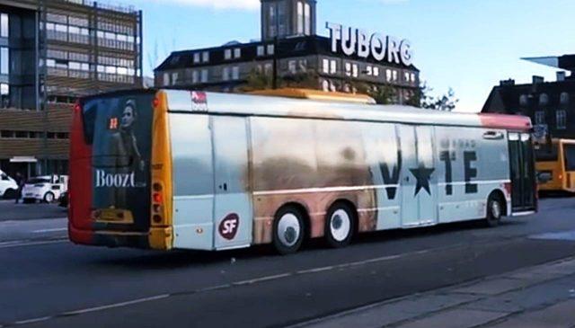 Daenemark Trolled Trump mit einem Bus. Lustig wenn sich der Bus bewegt. Dänemark USA Präsident Donald Trump Fun