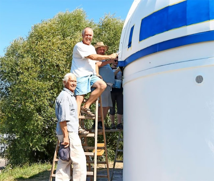 R2D2 Observatorium Zweibrücken Männer bei der Arbeit