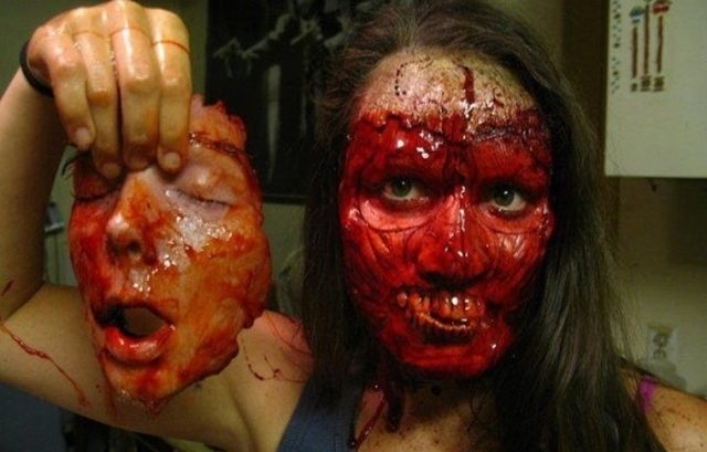 halloween-horror-costume-bloody-face
