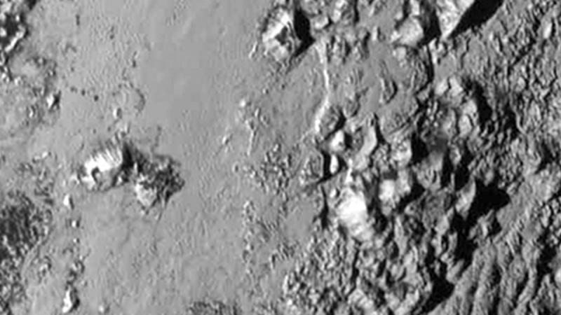 Ausserirdische Alpen – Nasa-Sonde entdeckt riesiges Eisgebirge auf Pluto
