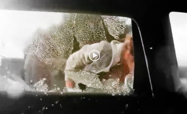 autoscheibe-einschlagen-schockierendes-video