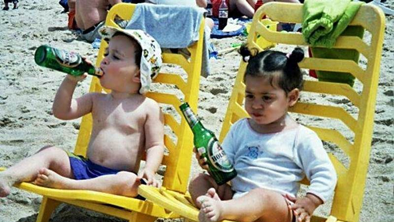 Kinder am Strand –  Urlaub kann auch mal weh tun LOL