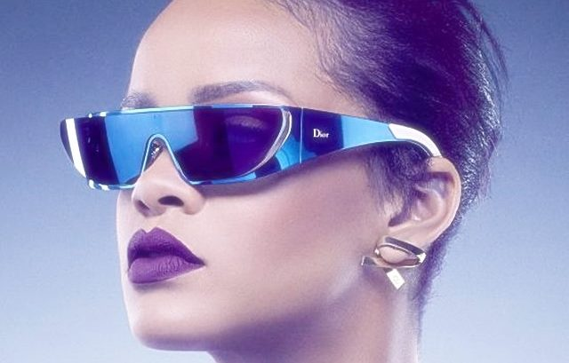 rihanna dior sonnenbrille blue dunglasses star trek space outfit dress news