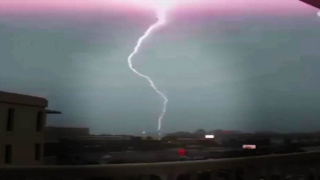 Blitze Donner und Blitzeinschläge – Heftige Unwetter