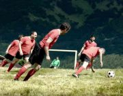 Extrem Sport Alpin Soccer Steilhangfußball in den Alpen