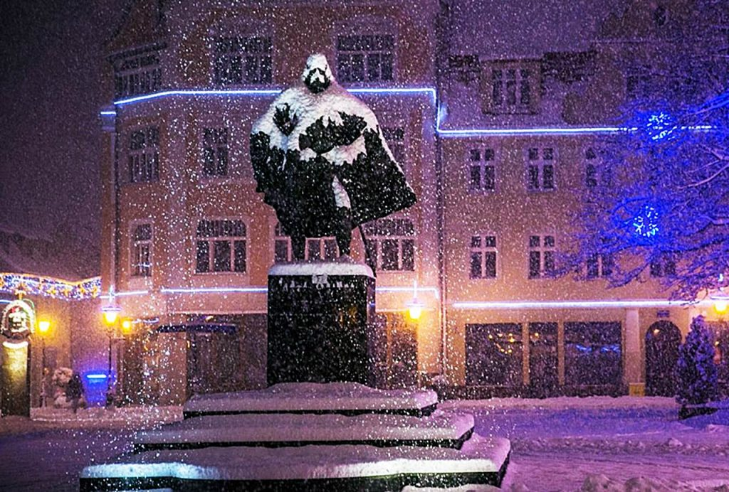 Wenn es schneit verwandelt sich diese Statue in Darth Vader