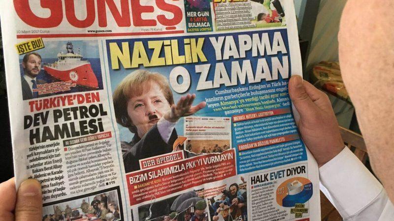 Türkische Zeitung zeigt Angela Merkel mit Hitler-Bart und Nazi-Gruß
