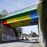 Straßenkünstler Megx verwandelt Brücke in Lego-Steine