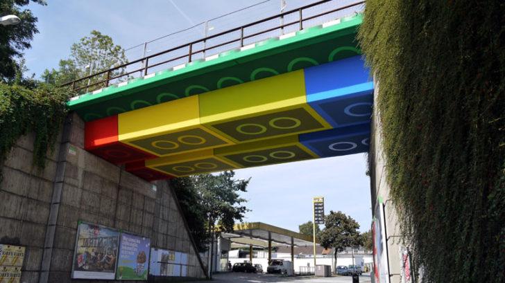 Straßenkünstler Megx verwandelt Brücke in Lego-Steine tolle Kunst