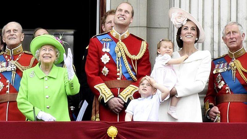 Die Queen trug ein Green-Screen-Outfit und das Internet dreht durch