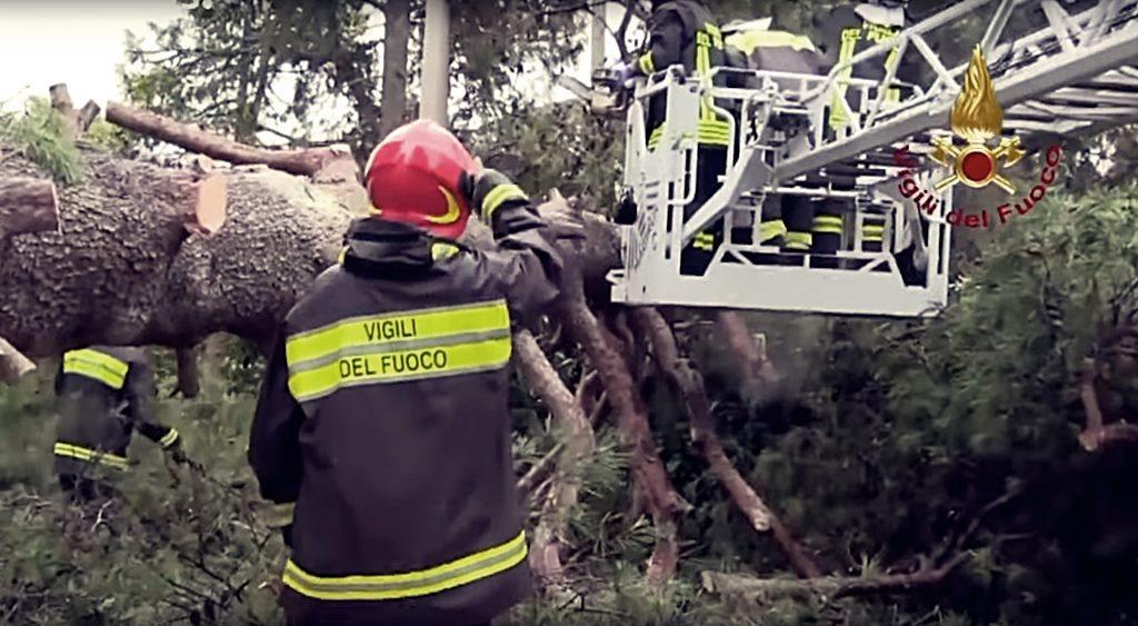 unwetter-in-italien-halgelkörner-so-groß-wie-orangen-feuerwehr-beseitigt-bäume