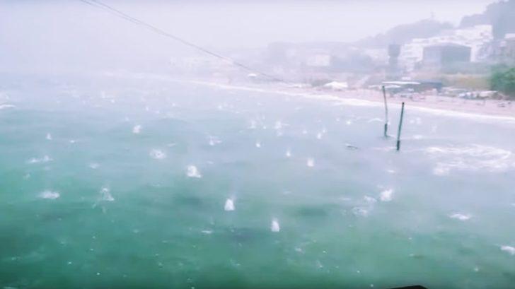 unwetter in italien halgelkörner so groß wie orangen urlauber fliehen in panik von den stränden städte teilweise unter wasser