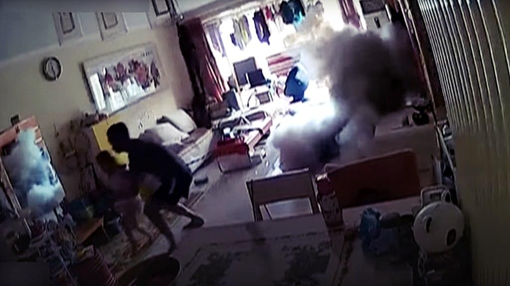 Elektro-Roller explodiert im Wohnzimmer. Familie entgeht nur Knapp einer Katastrophe