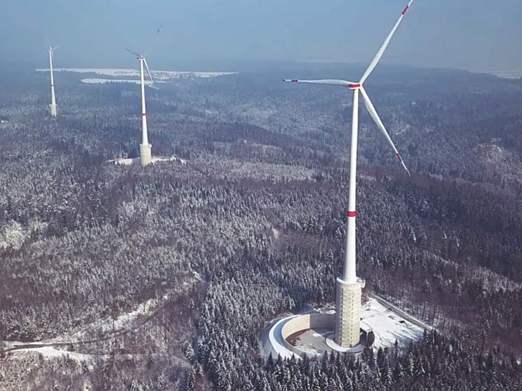 Größte Windrad der Welt mit Wasserbatterie