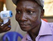 Joe Rwamirama from Kampala seine Fürze töten Mücken innerhalb von 6 Metern Farmaindustrie bezahlt in dafür