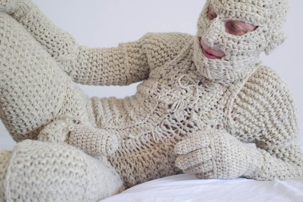 Winter Strickmode XXL für den Mann. Fetish Catsuit aus reiner Wolle. Gestrickt.