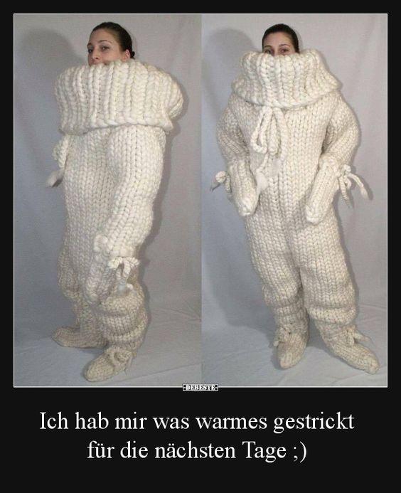 XXL Strickmode für den Winter. Kalte Füße und Eishände haben mit diesen gestrickten Ganzkörperpullover aus Wolle keine Chance mehr. Catsuit´s erobern die Welt und die Herzen der Frostbeulen